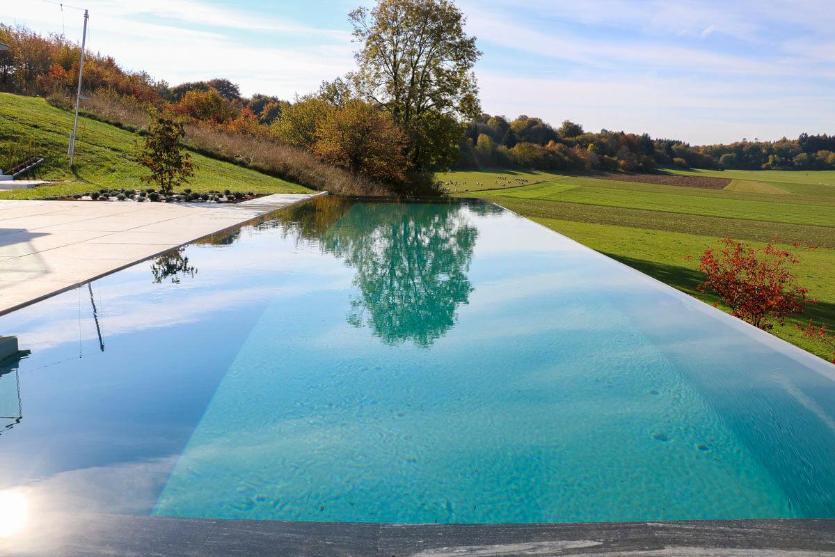 Infinity Living-Pool