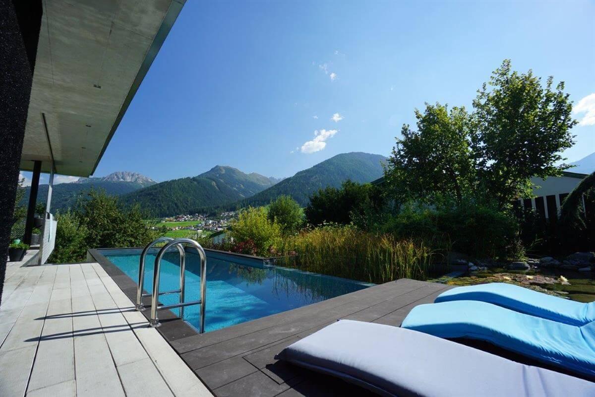 Living-Pool in den Bergen