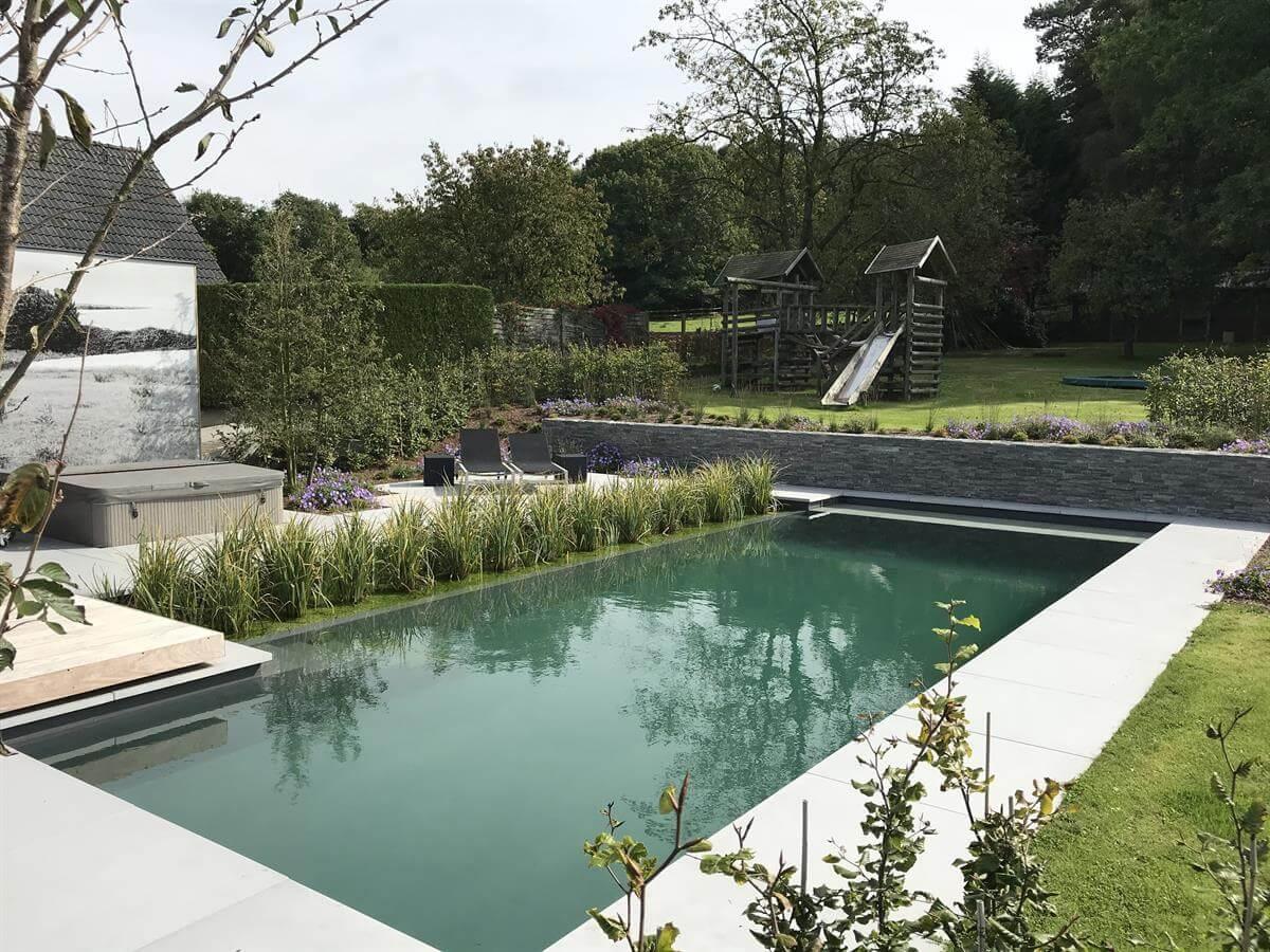 Klassischer Living-Pool