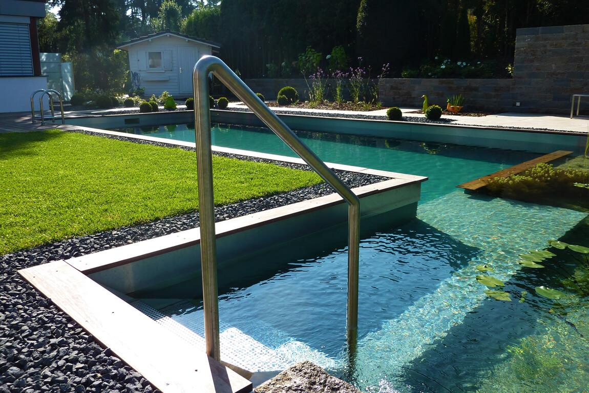 Moderner Schwimmteich